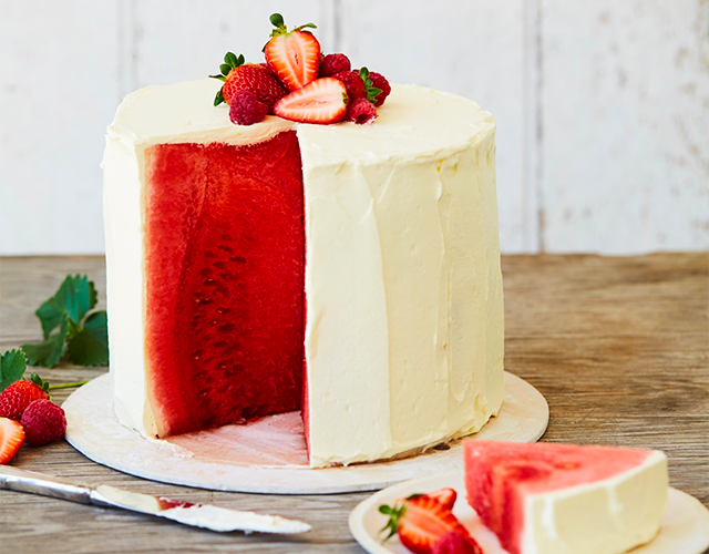 Mandy delivers recipes, for cakes like this one, around the world with Sendle